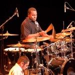 Meisterlicher Drummer in Al Jarreau´s Band ist Mark Simmons