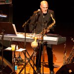 Joe Turano am Keyboards & Saxofon