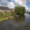 Die Langendonker Mühle bei Grefrath trotzt noch gerade eben dem Hochwasser