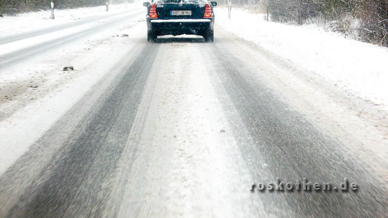 Glatteis und Schnee auf deutschen Strassen