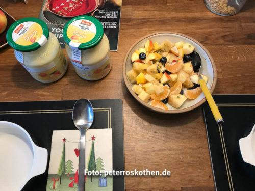 Der Obstsalat mit Mangoyoghurt